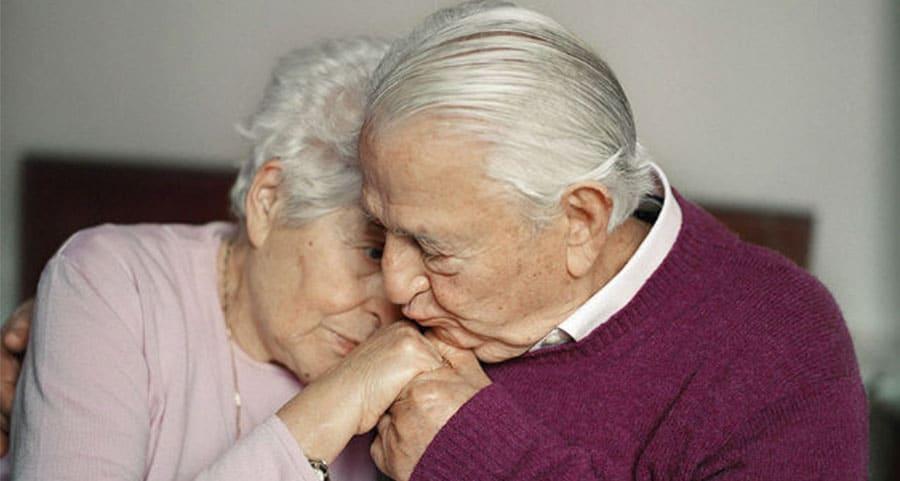 amor verdadeiro - casal de idosos